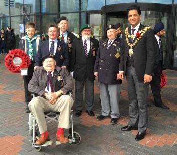 lord mayor with old soldiers