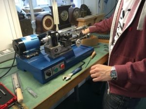 Small but precise lathe